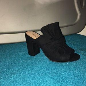 Sooo cute NWT  Clogs Black Heels ready for dinner